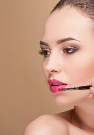 3 produse de make-up pe care trebuie să le ai