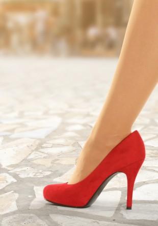 Ia primăvara la pas cu pantofi în trend!