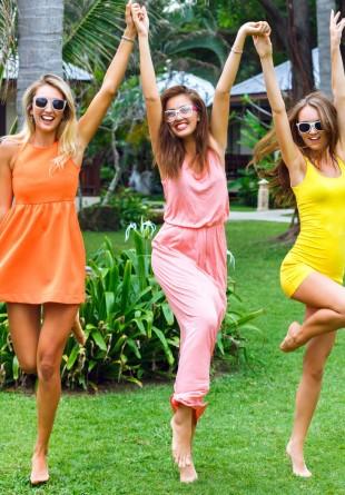 Cele mai chic fuste și rochii pentru o apariţie de senzaţie vara aceasta