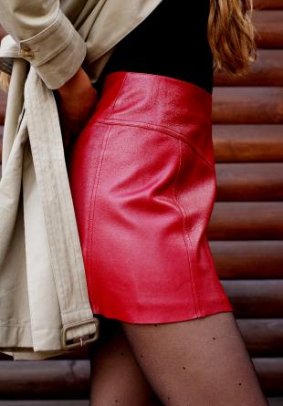 STYLING TIPS: 3 stiluri chic de a purta fusta din piele