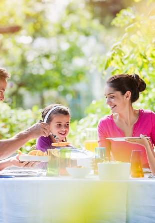 Masa în familie, mereu la modă