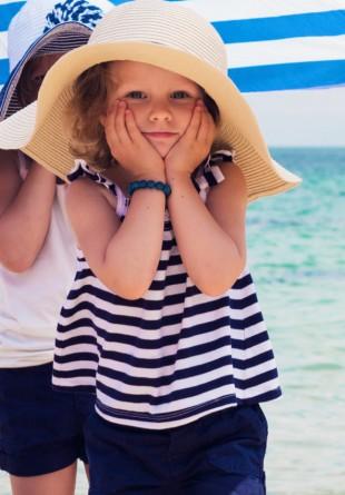 Cum îmbrăcăm copiii pe timp de caniculă